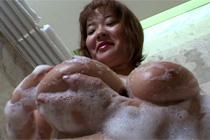 101cmIカップ甘えんぼうの豊満巨乳妻